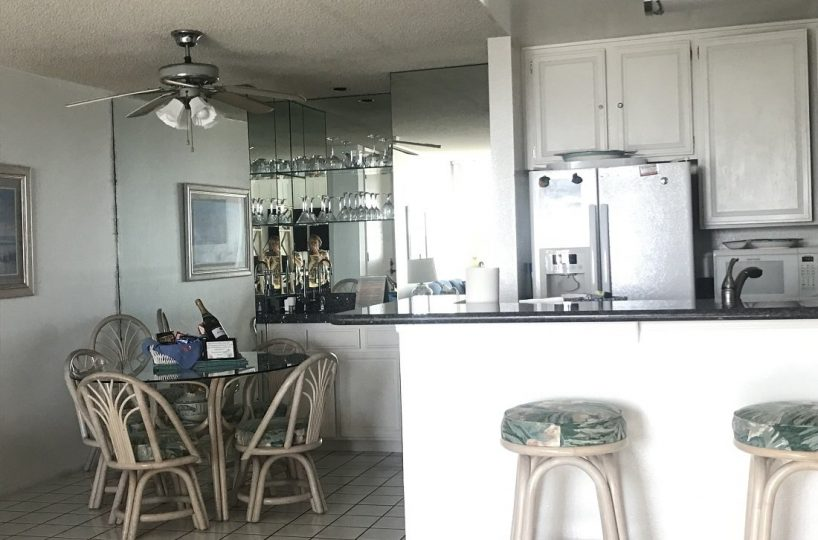 A101 Breakfast Bar and Dining Table Seats 4