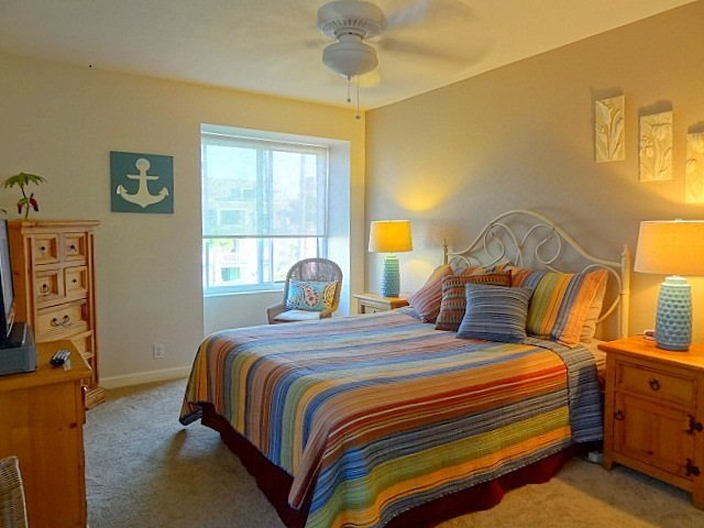 F-300 2nd bedroom with Queen Bed