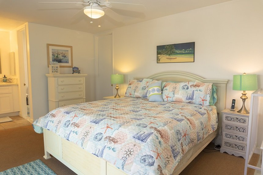 D305 upstairs bedroom showing nautical themed bed linens and dresser