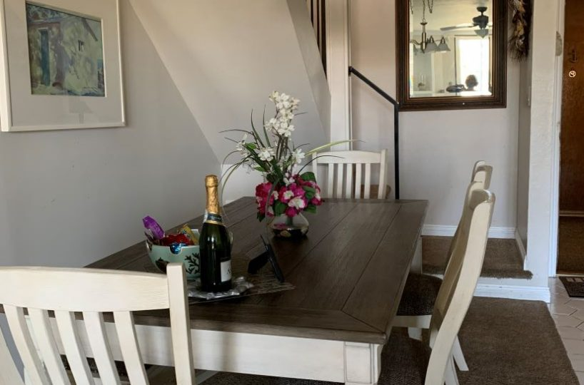 D-307 Dining Room table with 4 chairs